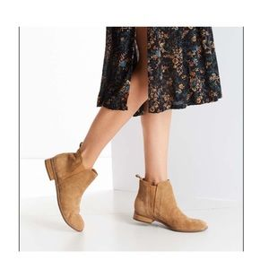 Urban Outfitters Chelsea Poppy Boot